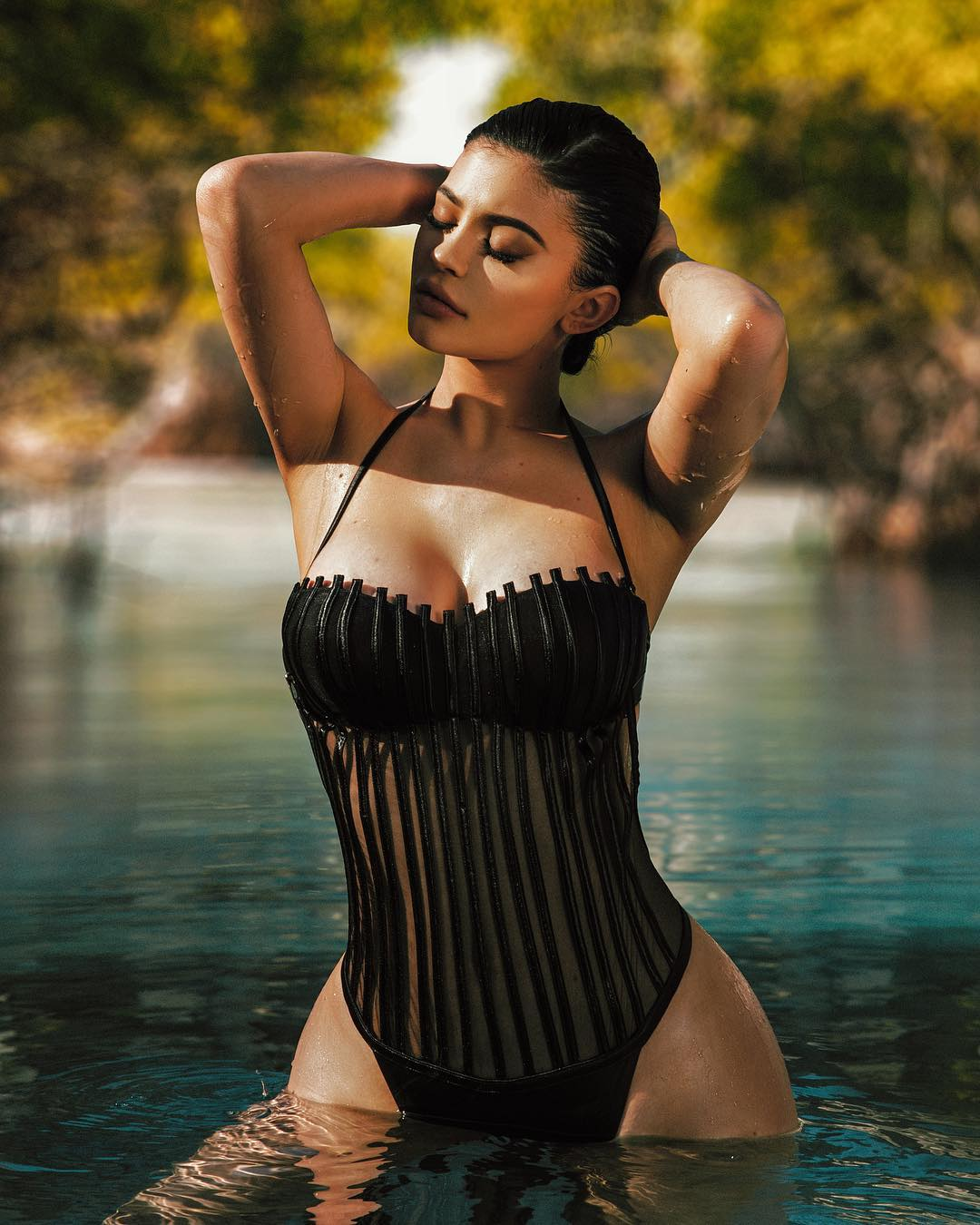Kylie Jenner Stuns In Amazing Photos!