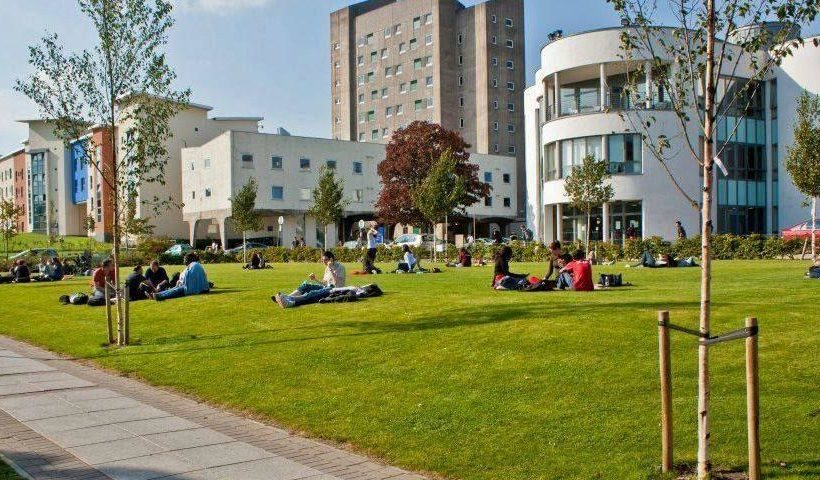 how to get into university of dundee
